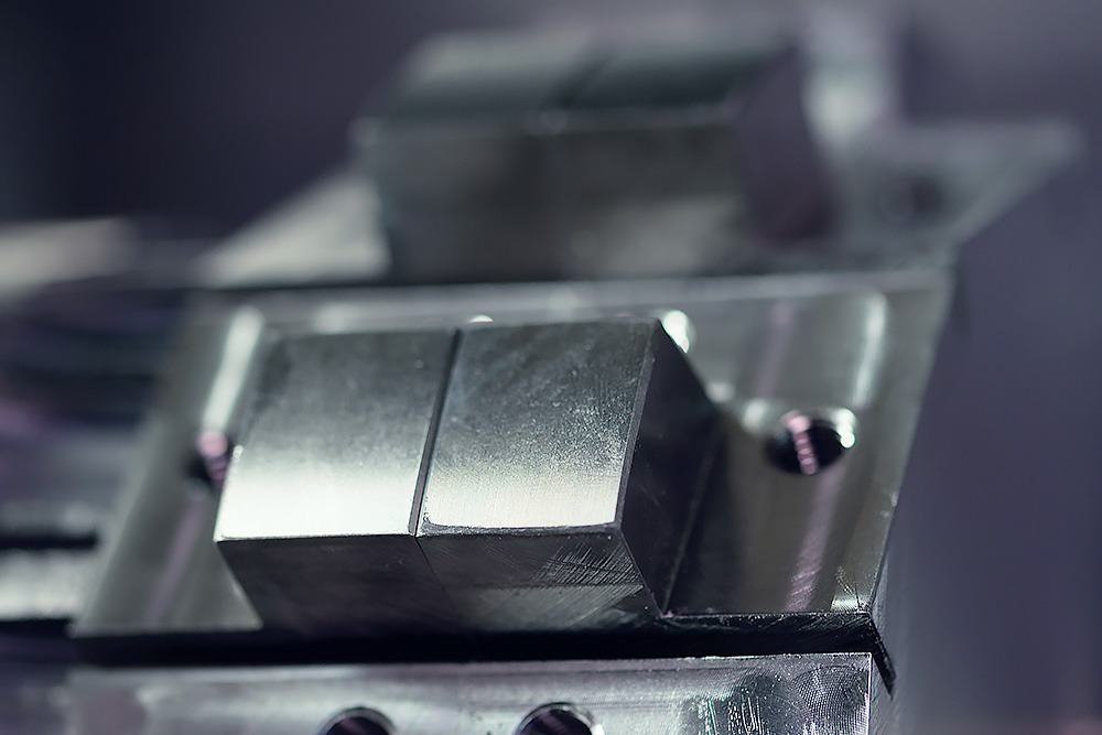 Spaantec bean cutters - milled component in steel fixed in cnc milling machine - image with details