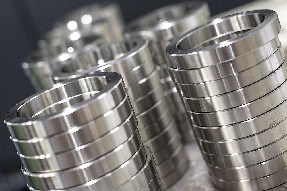 CNC drejning af stålringe til maskiner